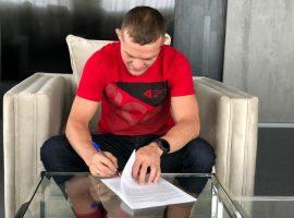 Российский боец Петр Ян переподписал новый контракт с UFC.