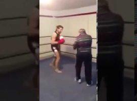Дед творит чудеса на ринге избивая матёрых боксёров