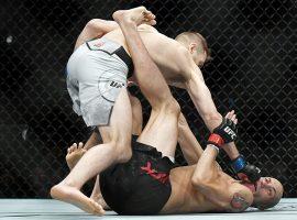 Бонусы UFC on ESPN 4: Уолт Харрис и Дэн Хукер заработали дополнительные $50.000 за зрелищный нокаут