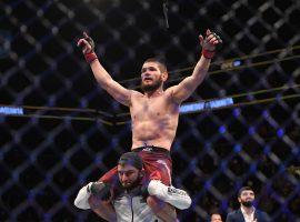 Дана Уайт опубликовал видео о том, как болельщики ликовали после победы Хабиба на UFC 242