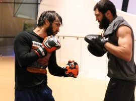 Тренер Зубайры Тухугова по боксу объяснил, что не вышло в бою с Лероном Мерфи на UFC 242