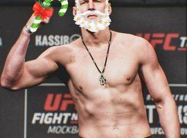 Александр Волков поздравил любителей MMA с наступающим Новым годом