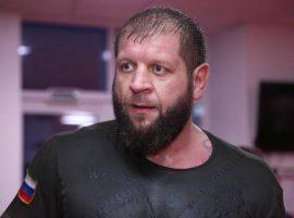 Емельяненко прибыл в Грозный для подготовки к бою с Исмаиловым, заключил пари с главой клуба