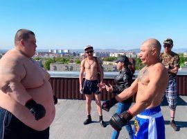 Монгол подрался с соперником весом 240 кг