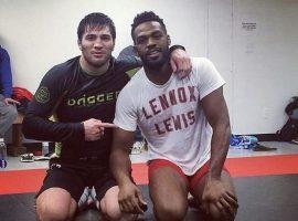 Боец UFC Шамиль Гамзатов, рассказал, что во время совместных тренировок с ним, Джонс выглядел как алкаш