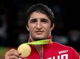 Олимпийский чемпион Садулаев заявил, что переболел коронавирусом и обратился к дагестанцам с важной просьбой