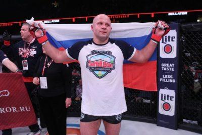 Фёдор Емельяненко с флагом РФ