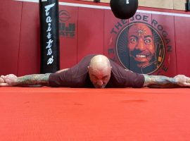 Джо Роган рассказал о пользе растяжки для бойцов после тренировок