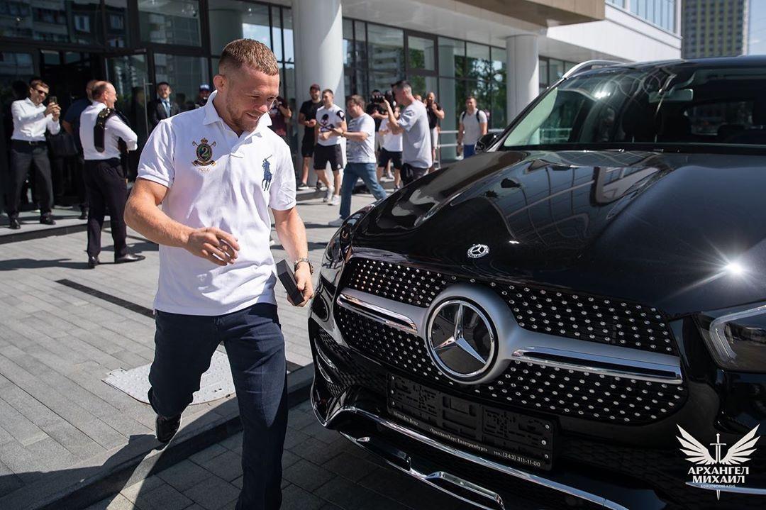 Пётр Ян получил новый Mercedes
