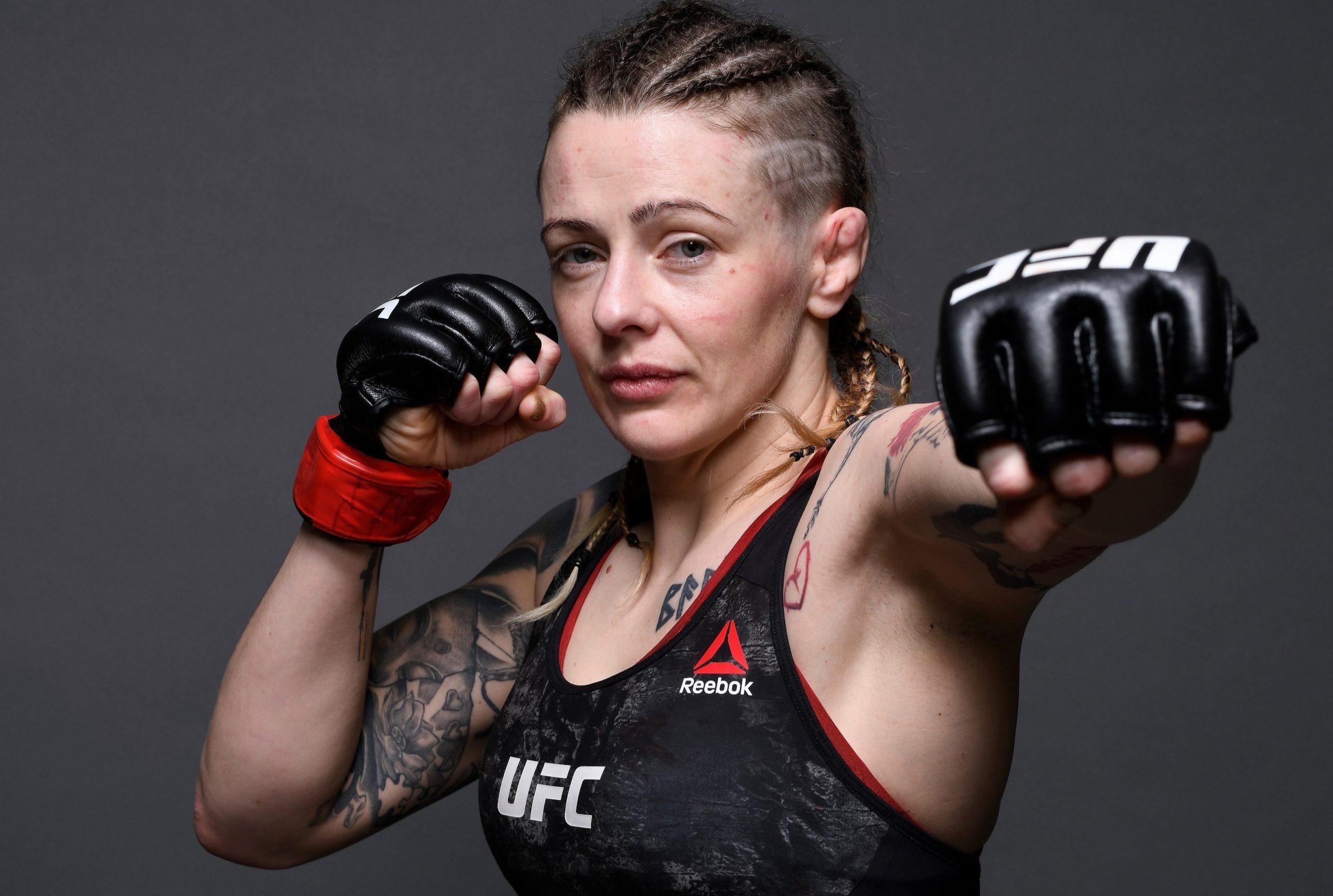 Джоанн Калдервуд упала в обморок после боя с Дженнифер Майа на UFC Vegas 5. Ее госпитализировали