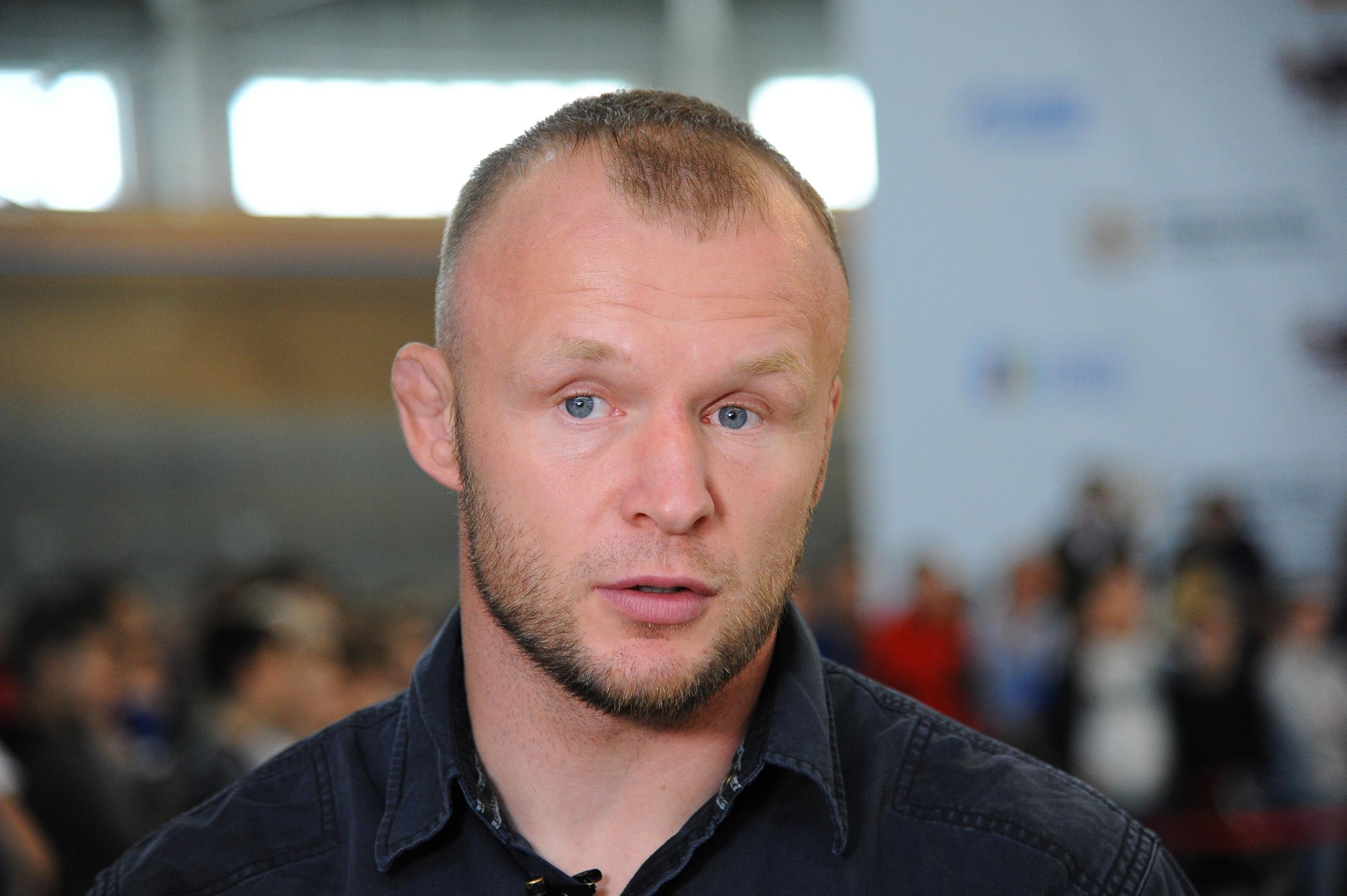 Шлеменко оценил шансы на победу Олейника в бою с Льюисом
