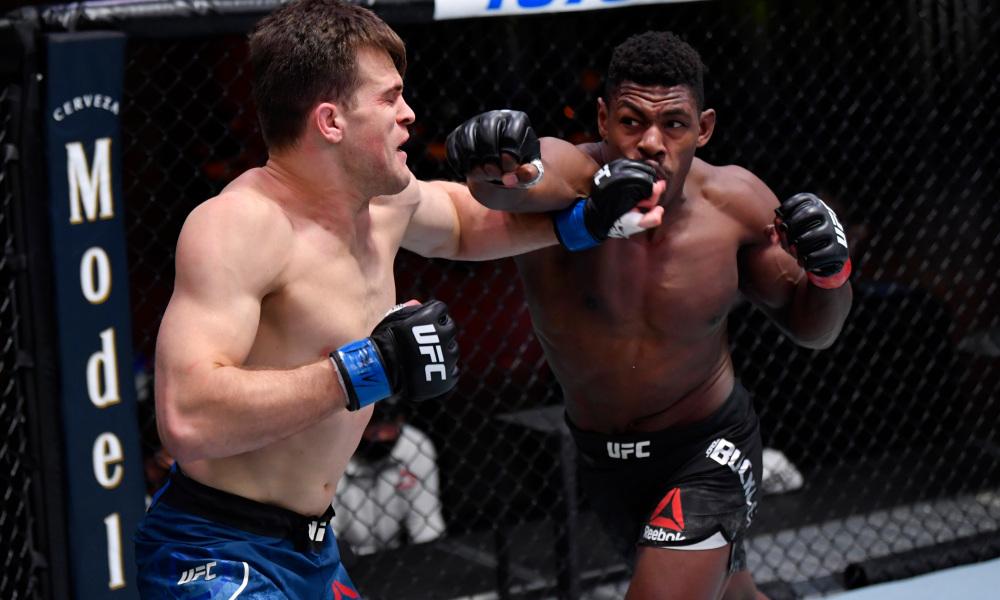 Самый яркий кадр турнира UFC 255