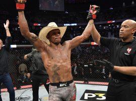 Рэнди Браун снялся с боя против Оливейры. UFC срочно ищет замену