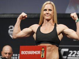 Холли Холм подтвердила отмену боя против Пенья, объявив, что у неё опухоли в почках
