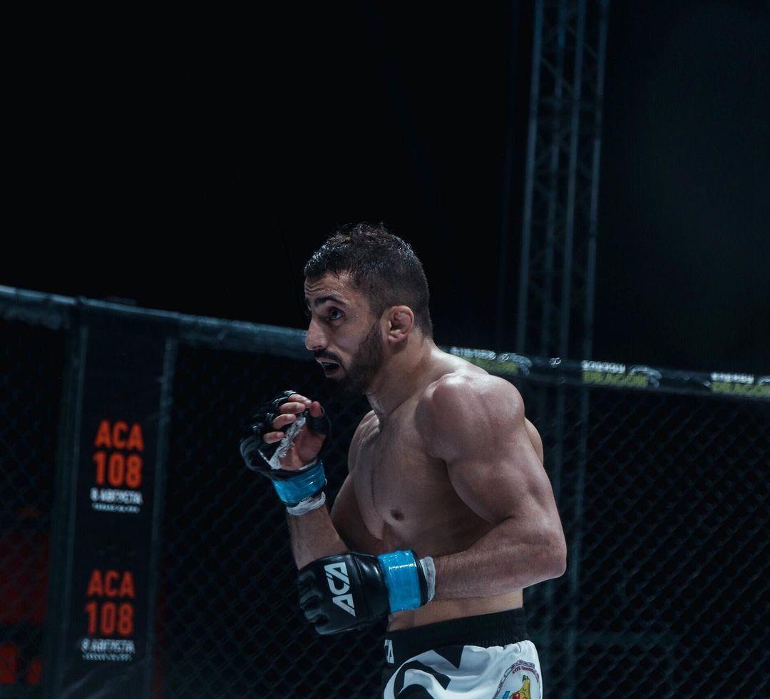 Арен Акопян